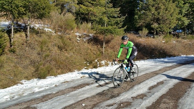 cyklista na sněhu.jpg