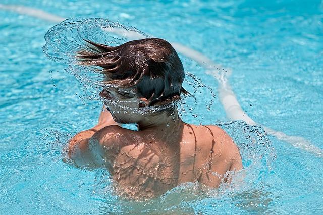 mladík ve vodě.jpg